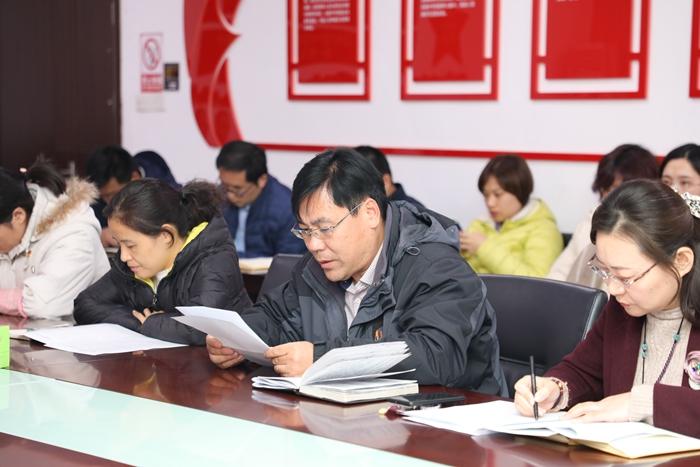 兴发娱乐xf811手机版机关党支部的党员领读重点篇目.JPG